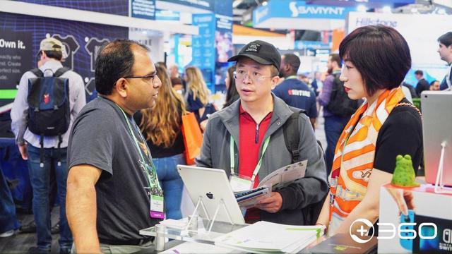 周鸿祎逛RSAC 2020展会 与专家英语交流