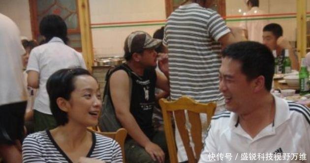 王海燕離婚分得上億資產,如今和張嘉譯一家三口生活幸福美滿_【快...